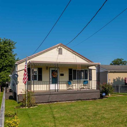 Rent this 3 bed house on 437 17th Street in Dunbar, WV 25064