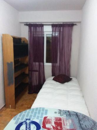 Rent this 0 bed room on Tintorería García in Calle Picos de Europa, 28001 Madrid