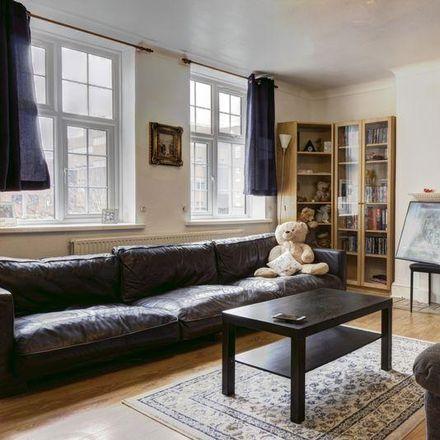 Rent this 3 bed apartment on Tiffin School in Birkenhead Avenue, London KT2 6RW