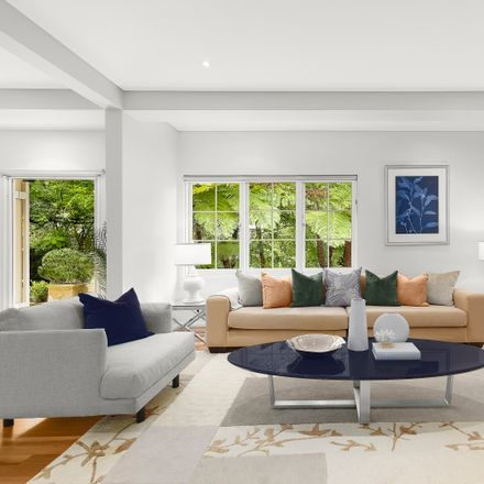 Rent this 4 bed house on 29 Park Avenue
