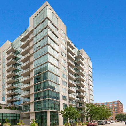 Rent this 1 bed townhouse on 125 South Green Street in Chicago, IL 60607