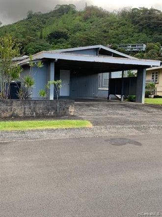 Rent this 3 bed house on 3425 Pawaina Street in Honolulu, HI 96822