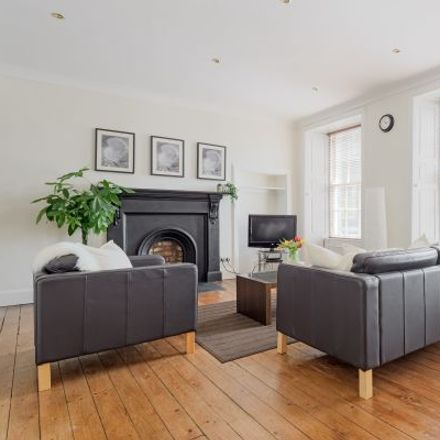 Rent this 2 bed apartment on Edmonstone's Close in City of Edinburgh, EH1 2HH
