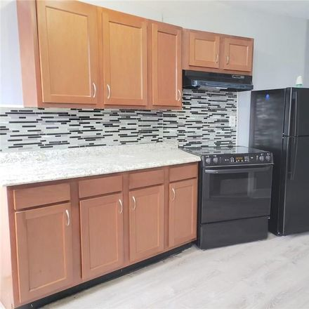 Rent this 3 bed townhouse on 77 Central Avenue in Waterbury, CT 06702