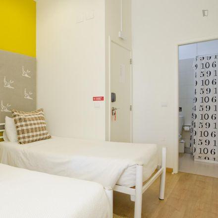 "Rent this 33 bed room on Colónia ""O Século"" in Avenida Marginal, 2765-492 Carcavelos e Parede"