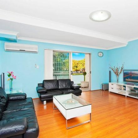 Rent this 2 bed apartment on 4/8 Macintosh Street