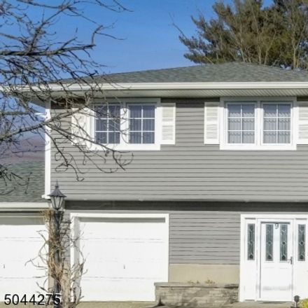 Rent this 3 bed house on Alan Dr in Fairfield, NJ
