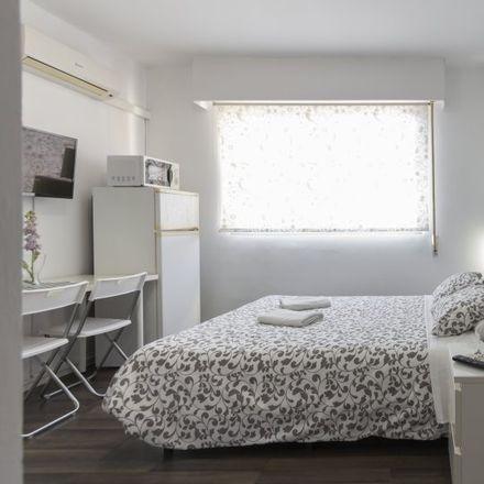 Rent this 0 bed apartment on Centro Médico Conde Duque in Calle del Conde Duque, 21