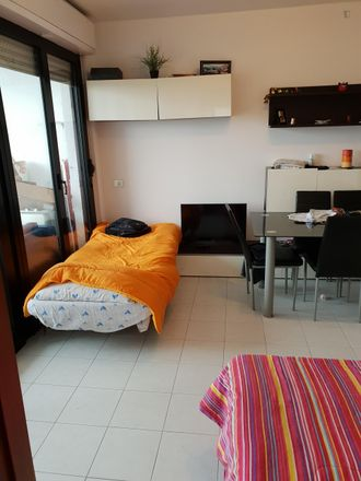Rent this 2 bed room on 6789_51713 in 20152 Milan Milan, Italy