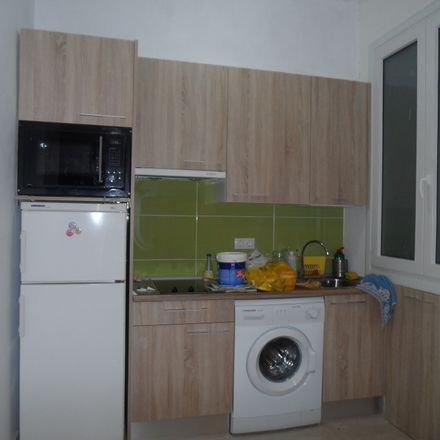 Rent this 2 bed room on Moraza 6