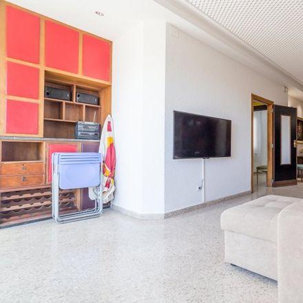 Rent this 3 bed apartment on l'Eixample in Passatge del Doctor Serra, 46002 Valencia