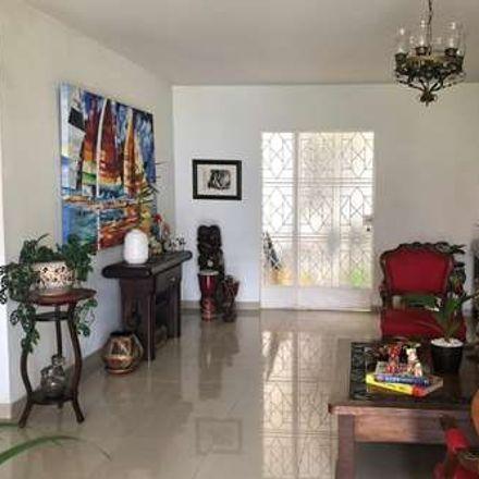 Rent this 6 bed apartment on Avenida 4 Norte in Comuna 2, 760045 Perímetro Urbano Santiago de Cali