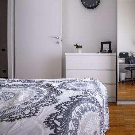 Rent this 3 bed apartment on La Darsena 2 - Ristorante Pizzeria in Via Giovanni Pezzotti, 11