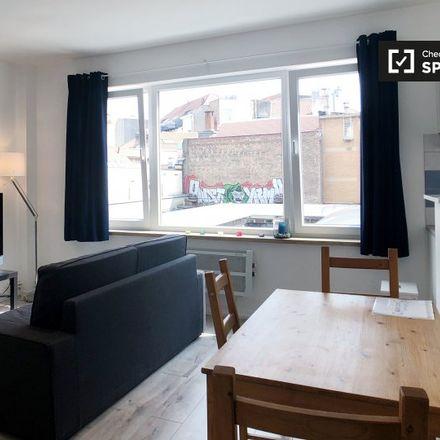 Rent this 1 bed apartment on Chaussée de Wavre - Waverse Steenweg 12 in 1050 Ixelles - Elsene, Belgium