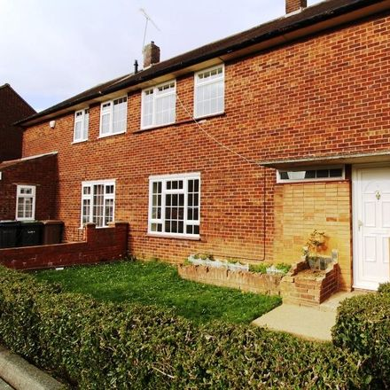 Rent this 3 bed house on Cornel Close in Luton LU1 5SJ, United Kingdom