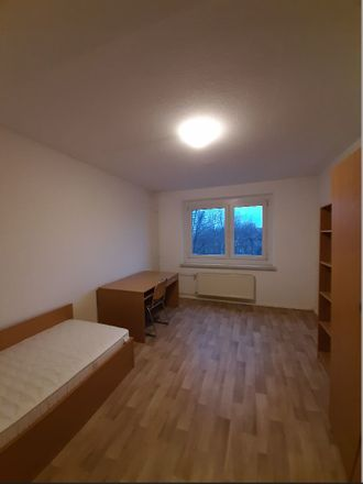 Rent this 3 bed room on Hildebrandstraße 7 in 01219 Dresden, Alemania