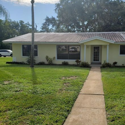 Rent this 3 bed apartment on 905 Hillcrest Avenue in Titusville, FL 32796