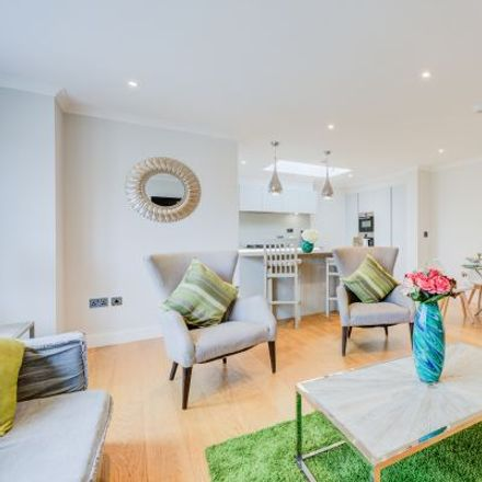 Rent this 4 bed apartment on Town Meadow in London TW8 0AH, United Kingdom