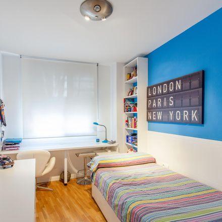 Rent this 3 bed room on Avinguda de Blasco Ibáñez in 46940 Manises, Spain