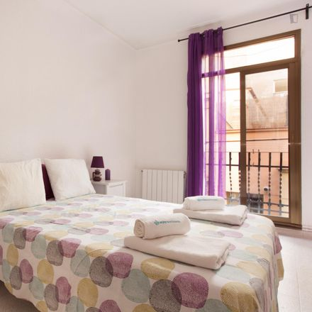Rent this 3 bed apartment on Ultramarins Salatiel in Carrer de Pizarro, 11