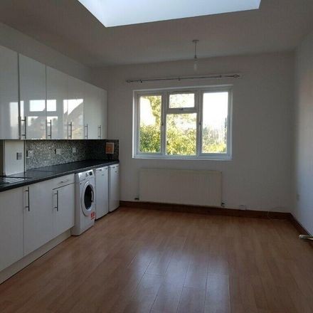 Rent this 3 bed apartment on Oxford Gardens in London W4 3BN, United Kingdom