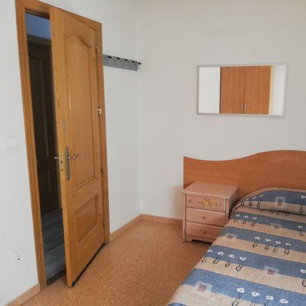 Rent this 3 bed room on Carrer Josep Bernad Amorós in 95, 03205 Elx