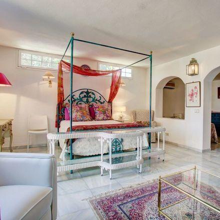 Rent this 4 bed room on Arrabal Judía in 29660 Marbella, Málaga