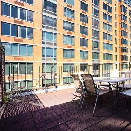 Rent this 3 bed apartment on 217 East 33rd Street in New York, NY 10016