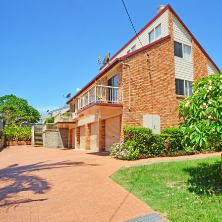 Rent this 3 bed townhouse on 3/33 Kingscliff Street