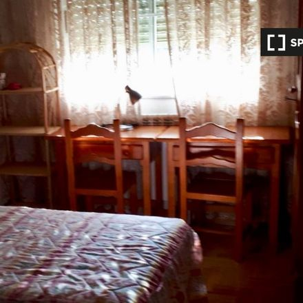 Rent this 4 bed room on Calle del Mariquelo in 5, 7