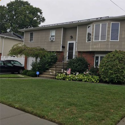 Rent this 3 bed duplex on 2441 6th Avenue in East Meadow, NY 11554