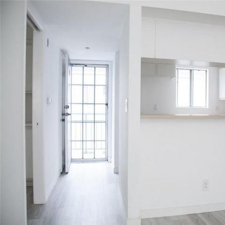 Rent this 1 bed condo on 517 West 5th Street in Long Beach, CA 90802
