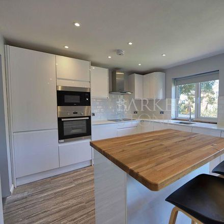 Rent this 2 bed apartment on Wycombe SL7 1DG