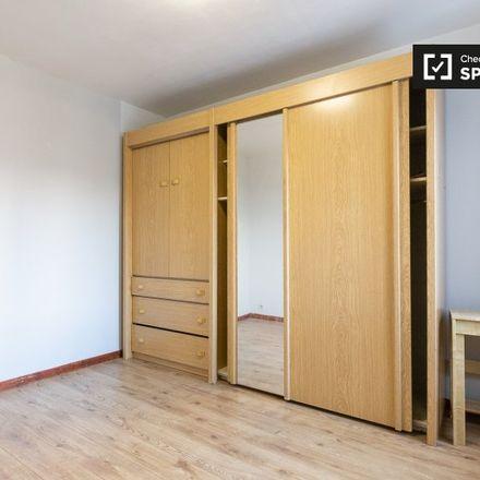 Rent this 3 bed apartment on Boulevard de la Révision - Herzieningslaan in 1070 Anderlecht, Belgium