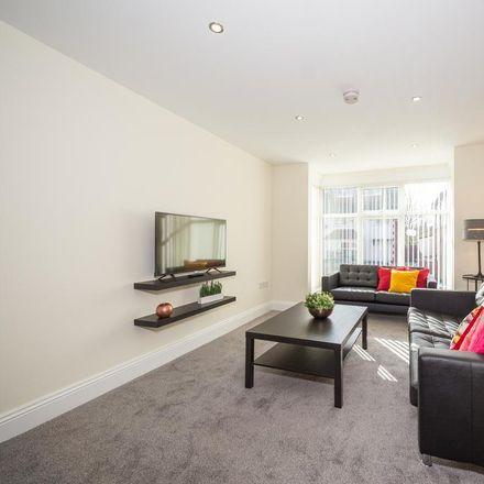 Rent this 5 bed house on Back Hessle Avenue in Leeds LS6 1EF, United Kingdom