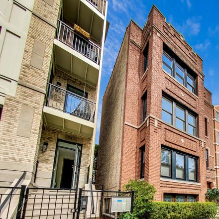 Rent this 2 bed condo on 738 West Buckingham Place in Chicago, IL 60657