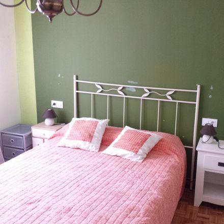 Rent this 3 bed room on Calle Antonio López in 56, 39009 Santander
