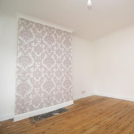 Rent this 3 bed house on Colwyn Terrace in Leeds LS11 6RB, United Kingdom