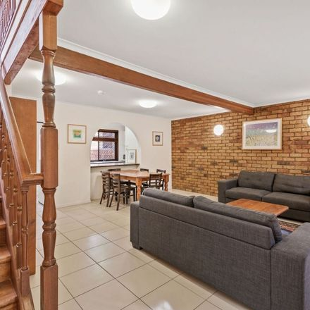 Rent this 3 bed townhouse on ID:3857303/38 Barrett Street