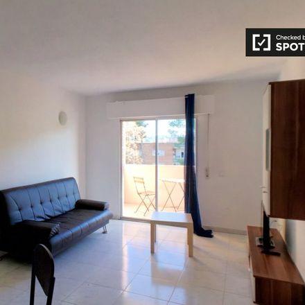 Rent this 4 bed apartment on Agentes Forestales - Brigada 1 IIFF. in Avenida de los Reyes Católicos, 28803 Alcalá de Henares