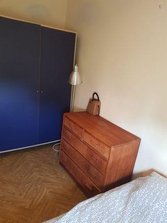 Rent this 3 bed room on Avenida de Moratalaz in 84, 28030 Madrid