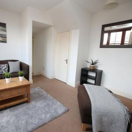 Rent this 2 bed apartment on 118 in 118 New Street, Horsham RH13 5EB