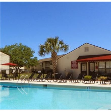 Rent this 3 bed apartment on 211 Northside Drive in Valdosta, GA 31602