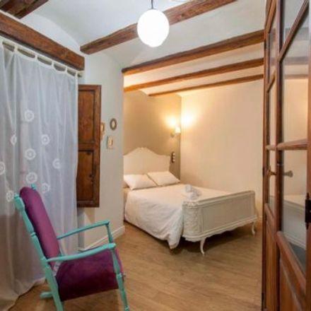 Rent this 4 bed apartment on Cenia2 in Carrer de la Sénia, 46001 Valencia