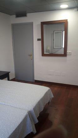 Rent this 3 bed room on Comte de Sallent in Avinguda del Comte de Sallent, 07003 Palma