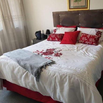 Rent this 3 bed townhouse on Newmount Road in Ekurhuleni Ward 76, Gauteng
