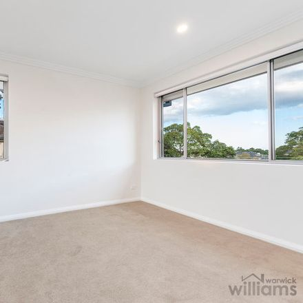 Rent this 2 bed apartment on 7/10 Montrose Road