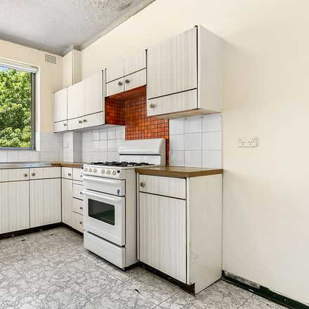 Rent this 2 bed apartment on 29/4-12 Huxtable Avenue