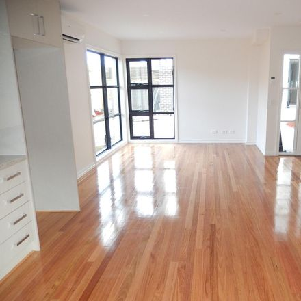 Rent this 2 bed townhouse on 4/2 Laburnum Street