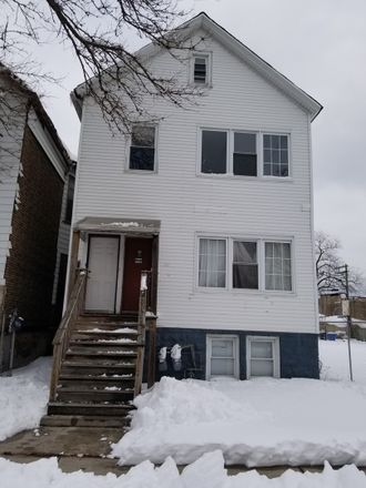 Rent this 4 bed duplex on 5649 South Shields Avenue in Chicago, IL 60621